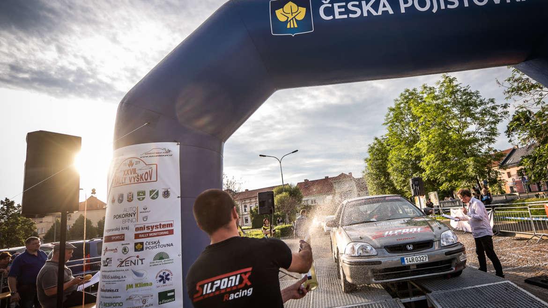 XXVII. Rally Vyškov – dva vítězné poháry ve třídě 9. a 15.